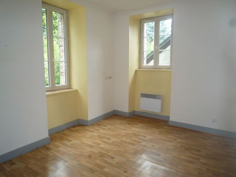 Rental apartment St agreve 310€ CC - Picture 2