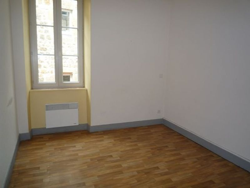 Rental apartment St agreve 310€ CC - Picture 4