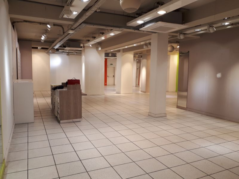 Location local commercial Saint omer 2 500€ CC - Photo 2