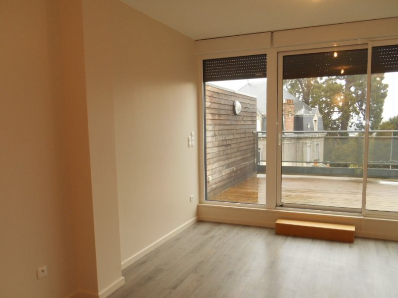 Location appartement Saint quentin 750€ CC - Photo 2