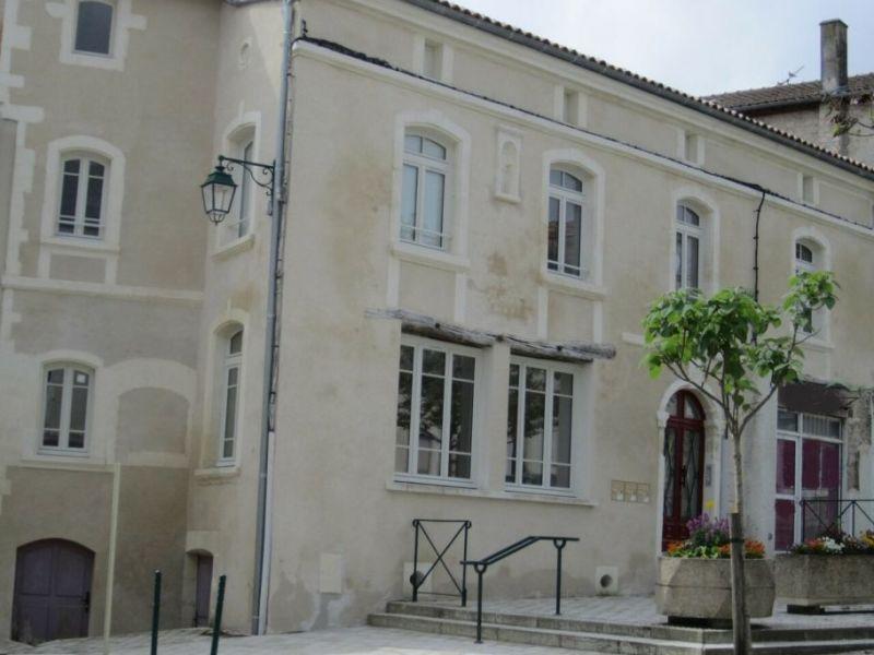Rental house / villa Barbezieux-saint-hilaire 708€ CC - Picture 2