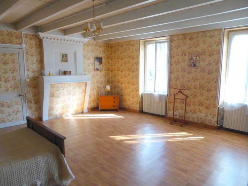 Sale house / villa Louzac-saint-andré 210000€ - Picture 6