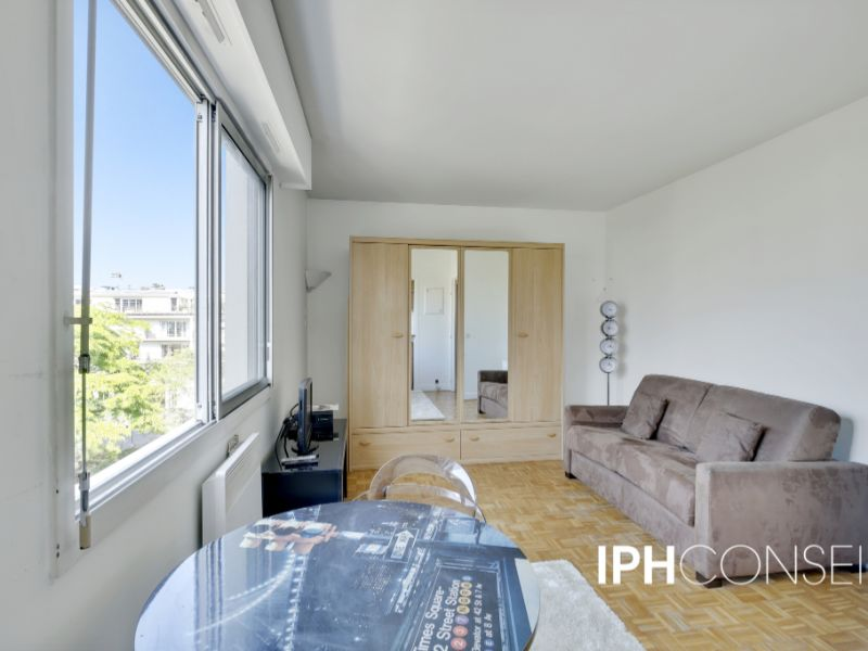 Sale apartment Courbevoie 192 000€ - Picture 1