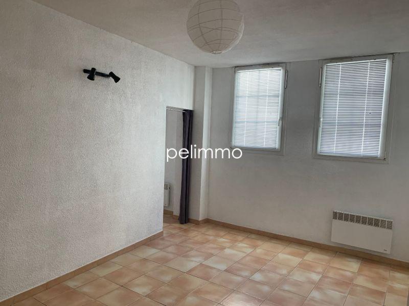 Rental apartment Salon de provence 504€ CC - Picture 2
