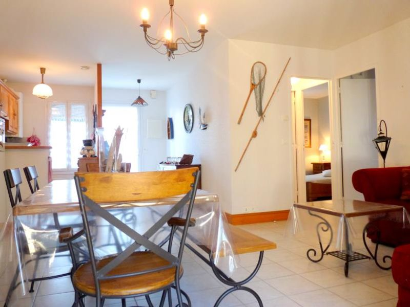 Location maison / villa Vaux sur mer 923€ CC - Photo 6