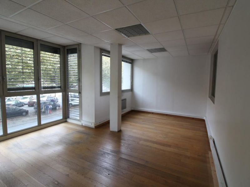 Location bureau Voiron 1 000€ HC - Photo 2