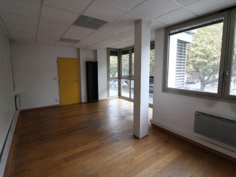 Location bureau Voiron 1 000€ HC - Photo 3