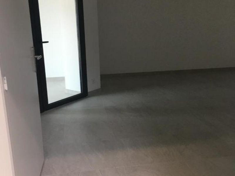 Location local commercial Vif 1200€ HC - Photo 4