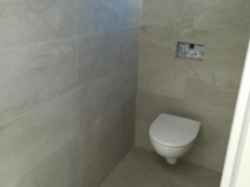 Location local commercial Vif 1200€ HC - Photo 8