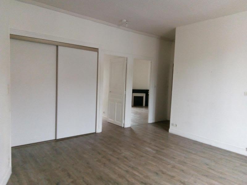 Rental apartment Cusset 445€ CC - Picture 2