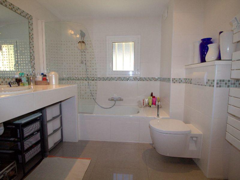 Sale apartment Saint laurent du var 549900€ - Picture 9