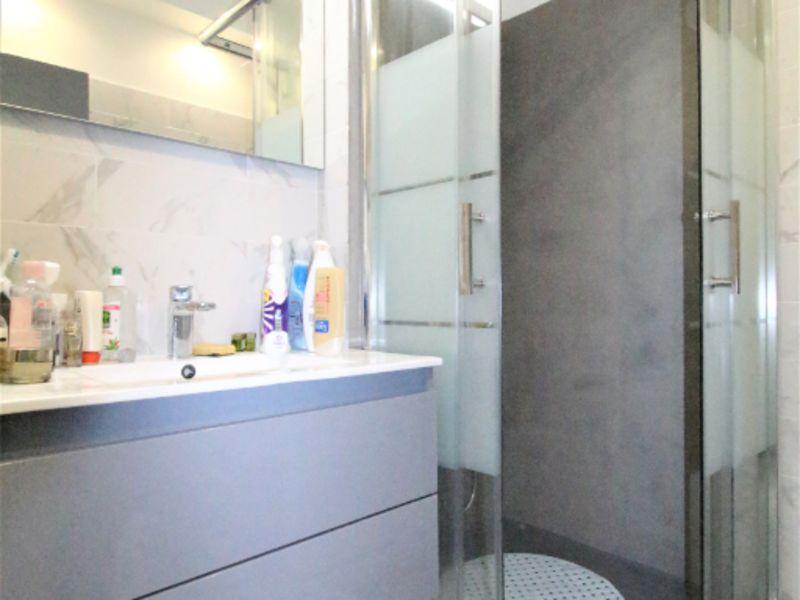 Sale apartment Saint laurent du var 350000€ - Picture 2