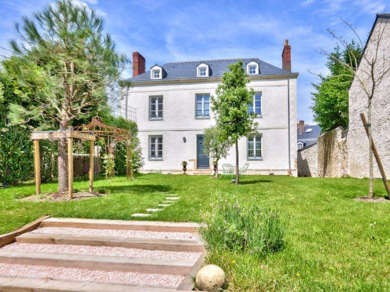 Sale house / villa Laval 749000€ - Picture 1