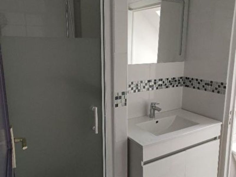Location appartement Saint quentin 335€ CC - Photo 8