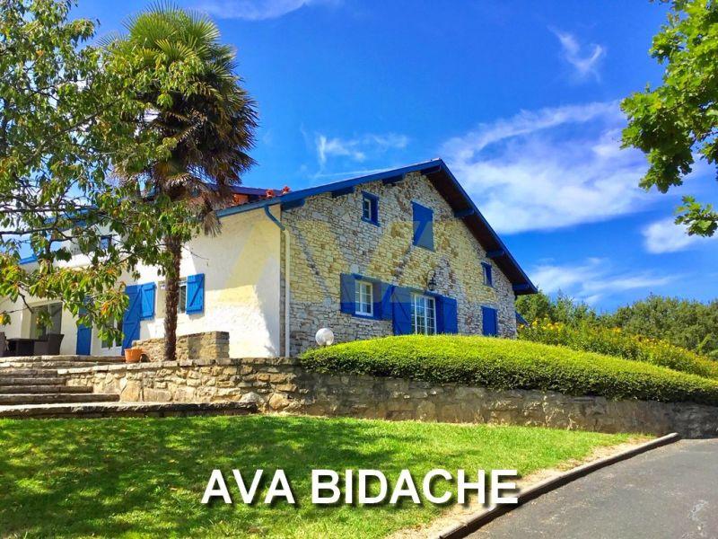 Sale house / villa Bidache 575000€ - Picture 1
