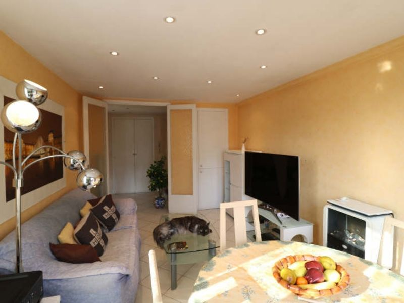 Sale apartment Le cannet 222000€ - Picture 2