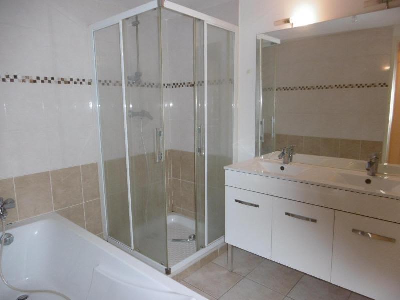 Location maison / villa Bully 910€ CC - Photo 5
