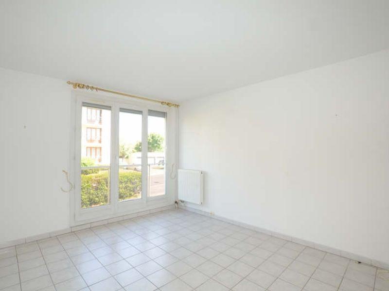 Location appartement Bois d arcy 900€ CC - Photo 2