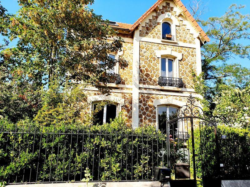 Sale house / villa Villemomble 890000€ - Picture 1