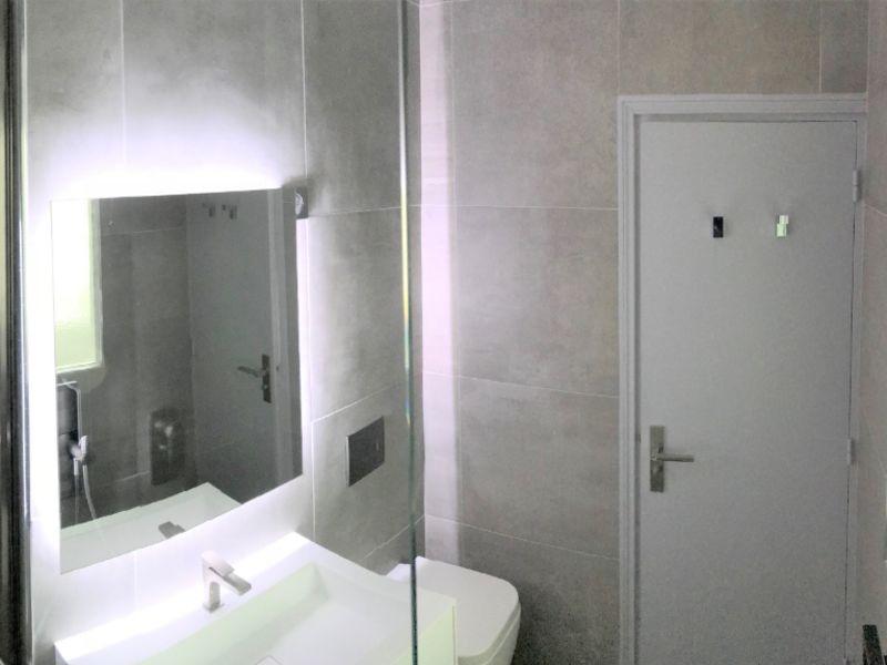 Location loft/atelier/surface Paris 7ème 2490€ CC - Photo 3