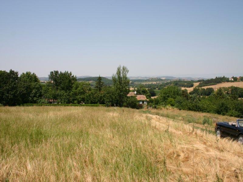 Beau terrain constructible d'environ 3.000m²