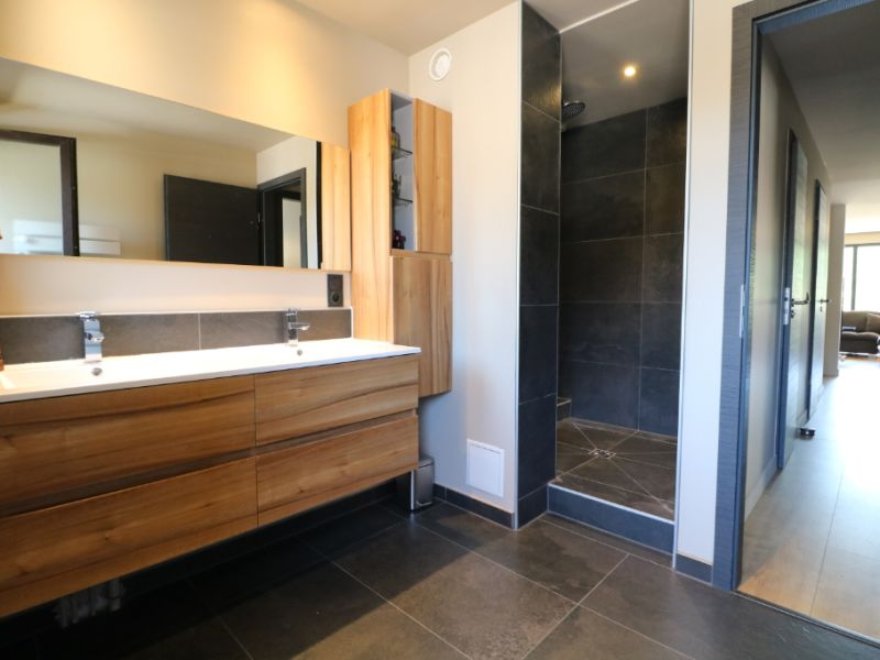 Sale apartment Marignier 220000€ - Picture 2