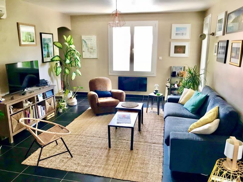 Sale apartment Simiane collongue 249900€ - Picture 1