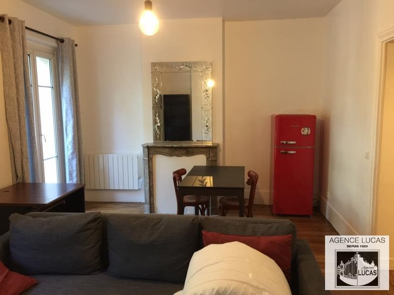 Location appartement Paris 10ème 1 490€ CC - Photo 2