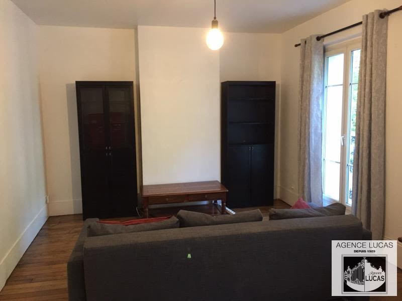 Location appartement Paris 10ème 1 490€ CC - Photo 3