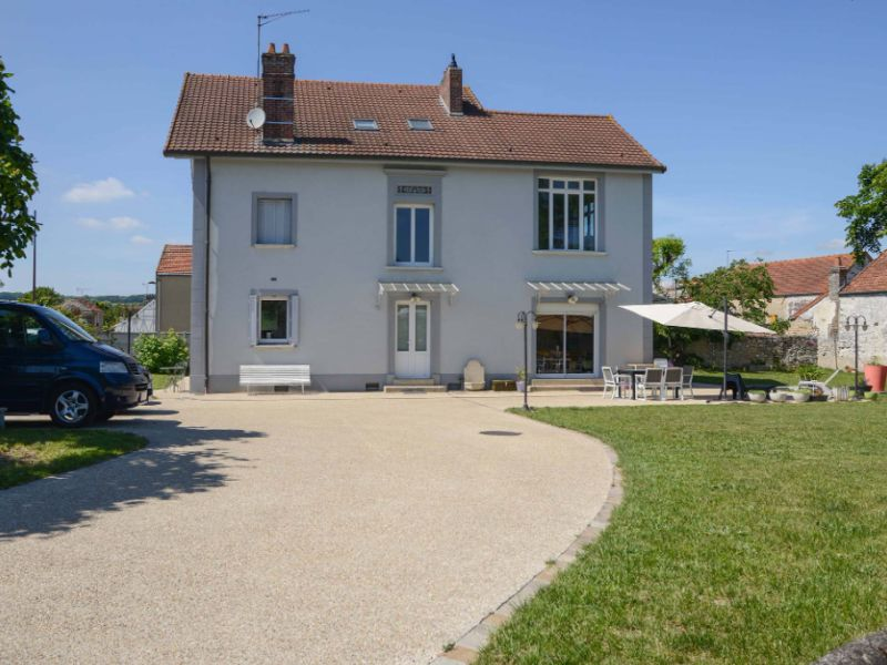 Sale house / villa Freneuse 570 000€ - Picture 2