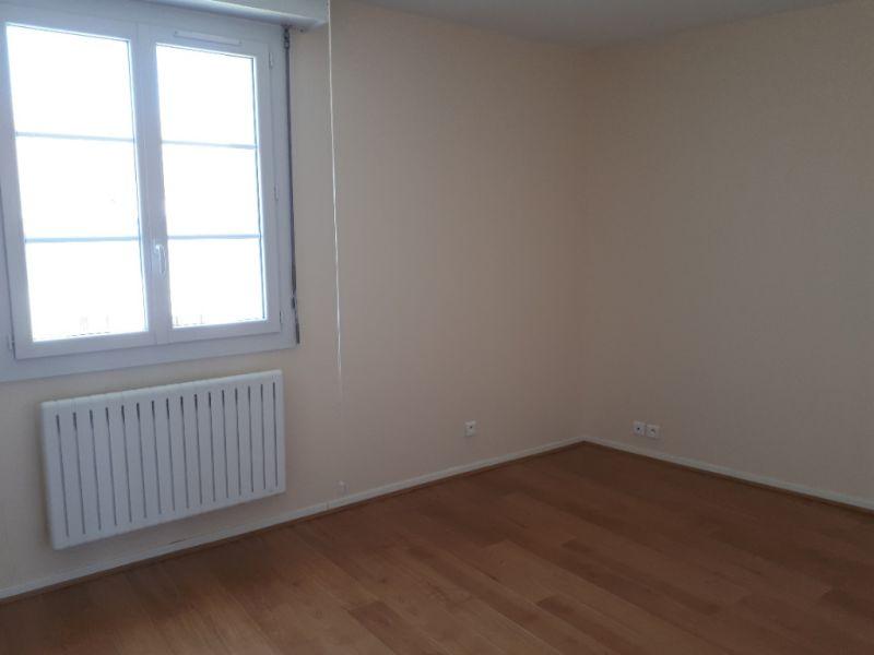 Rental apartment Saint quentin 710€ CC - Picture 4