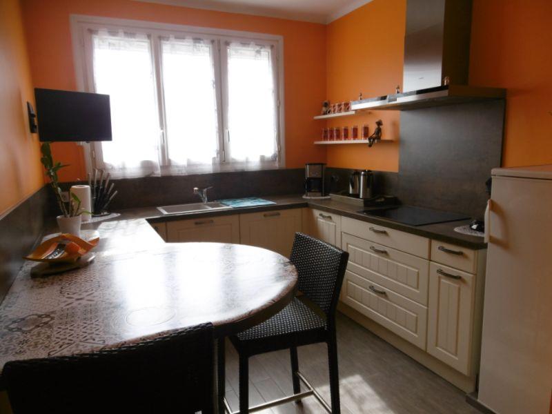 Sale house / villa Yvre l eveque 288750€ - Picture 1