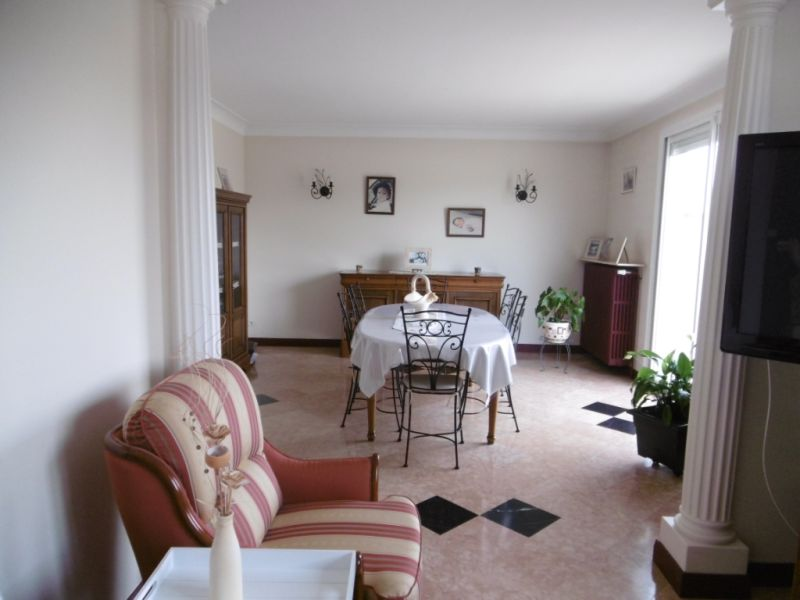 Sale house / villa Yvre l eveque 288750€ - Picture 2