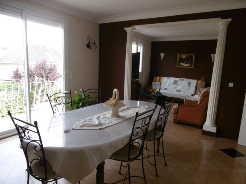 Sale house / villa Yvre l eveque 288750€ - Picture 6