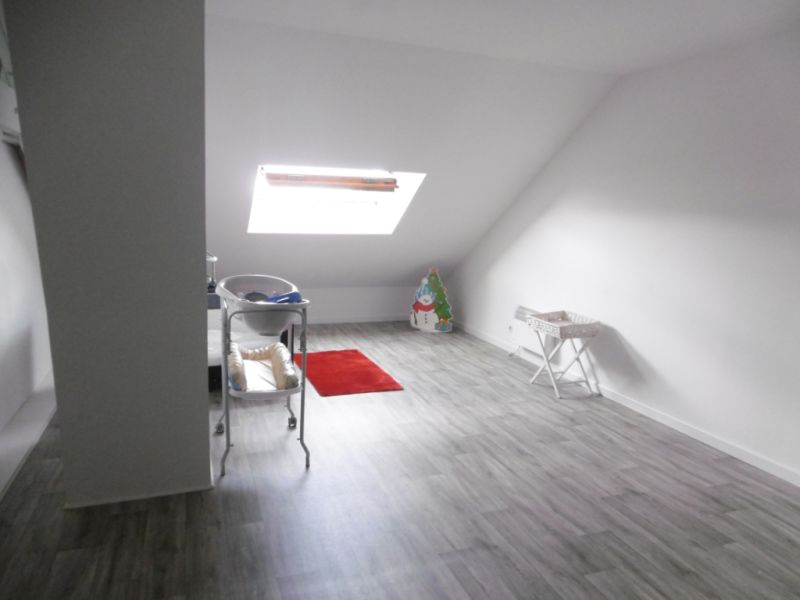 Sale house / villa Yvre l eveque 288750€ - Picture 8