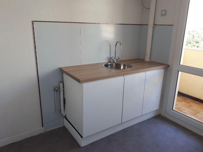 Rental apartment Saint quentin 620€ CC - Picture 4