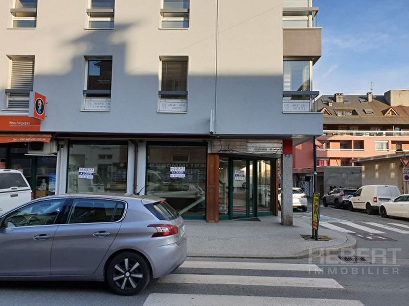 Location local commercial Sallanches 2 550€ CC - Photo 2