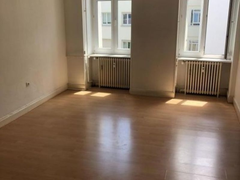 Rental apartment Strasbourg 1 100€ CC - Picture 1