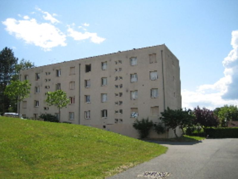 Location parking L'arbresle 63€ CC - Photo 1