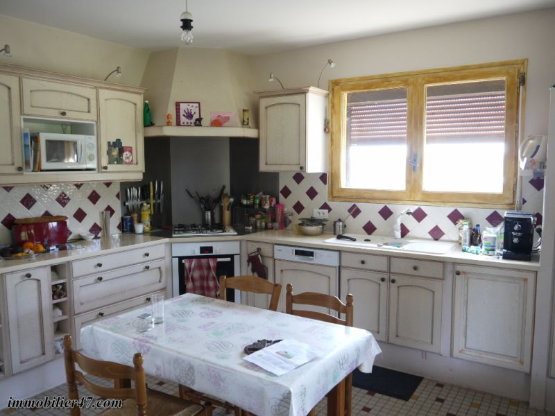 Sale house / villa Tombeboeuf 319500€ - Picture 5