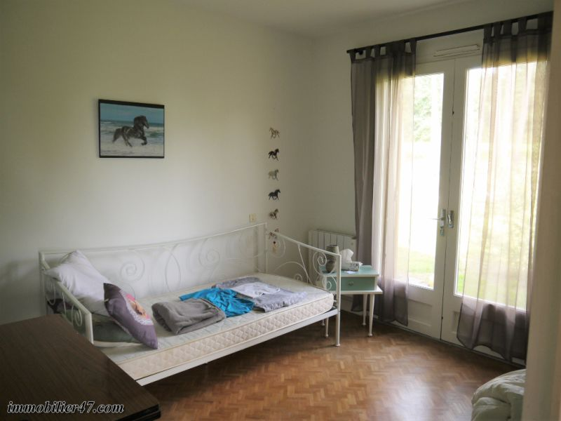 Sale house / villa Tombeboeuf 319500€ - Picture 9