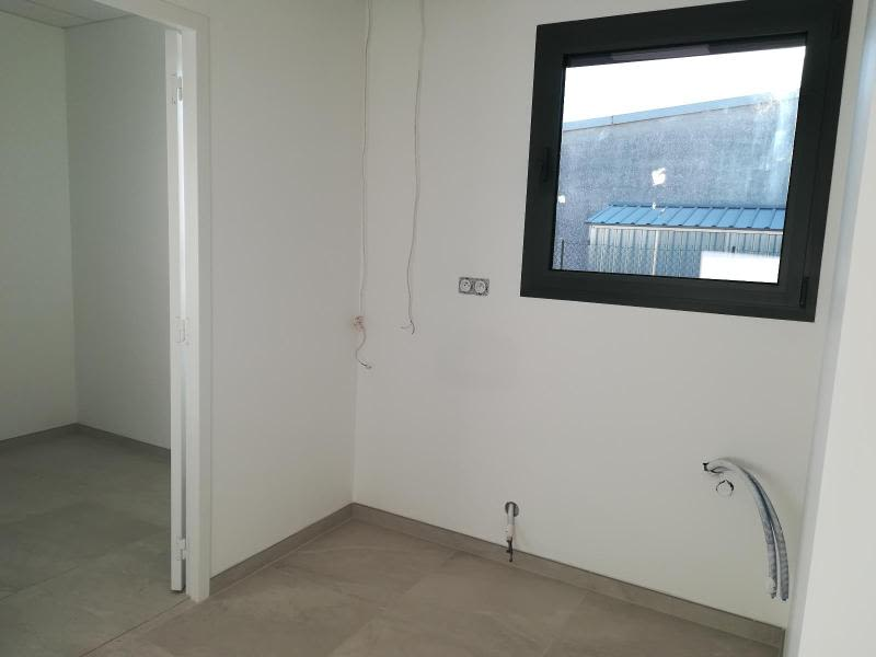Location local commercial Vif 1200€ HC - Photo 5