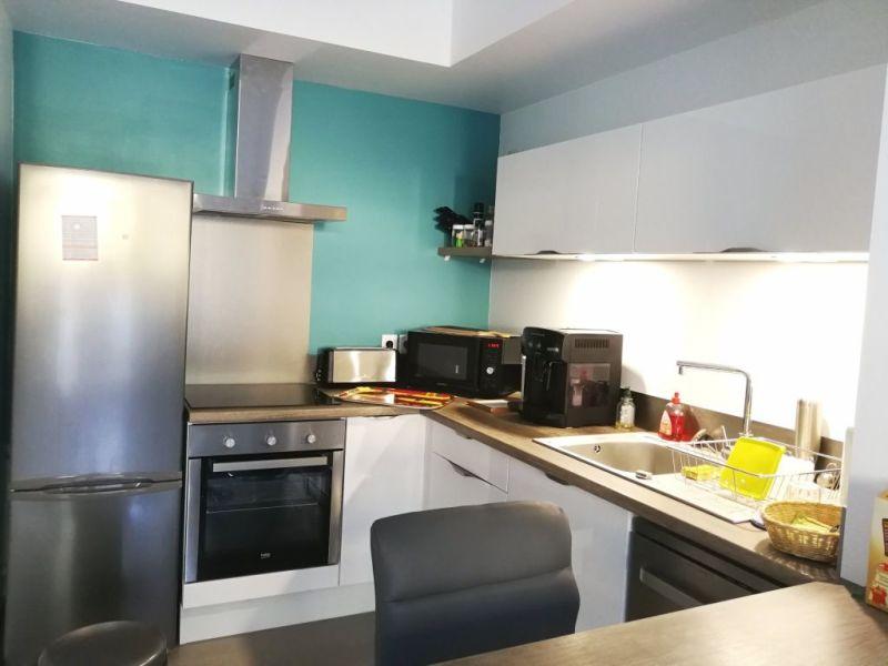 Sale apartment Charbonnieres les bains 240000€ - Picture 2