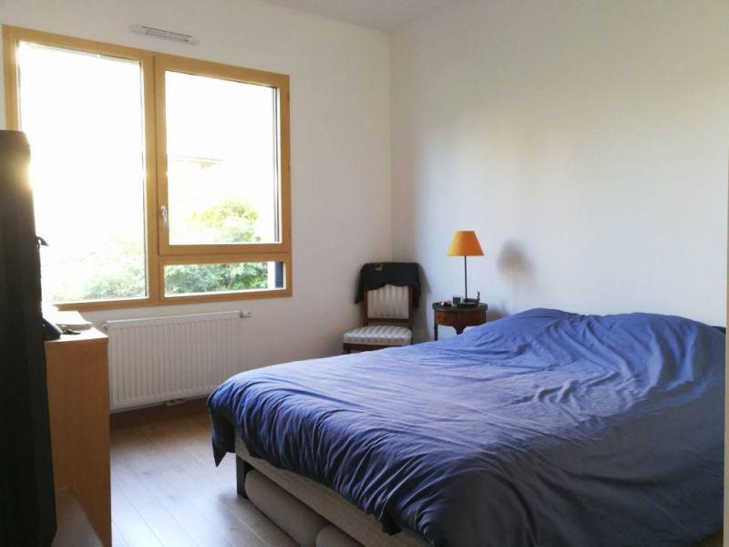 Sale apartment Charbonnieres les bains 240000€ - Picture 4