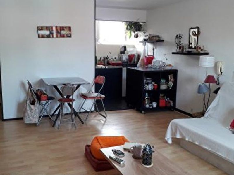 Sale apartment Lucon 59 180€ - Picture 2