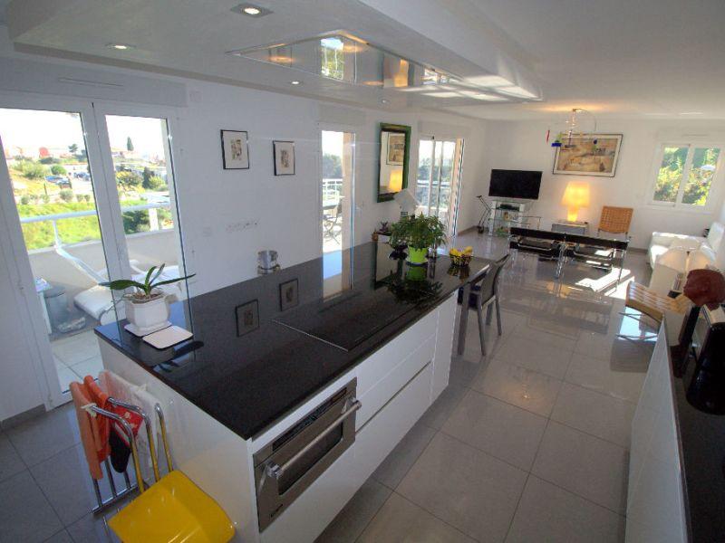 Sale apartment Saint laurent du var 547000€ - Picture 2