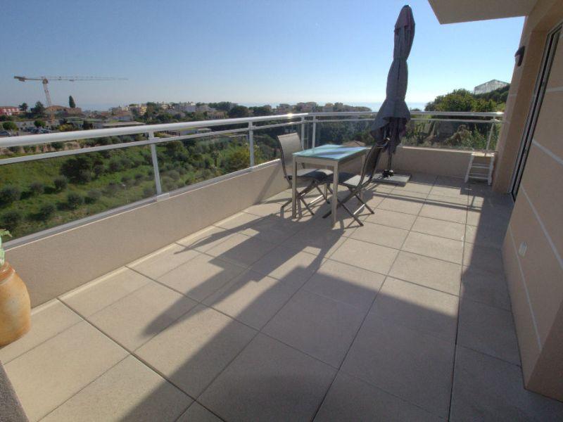 Sale apartment Saint laurent du var 547000€ - Picture 3