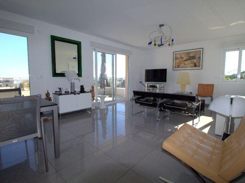 Sale apartment Saint laurent du var 547000€ - Picture 4