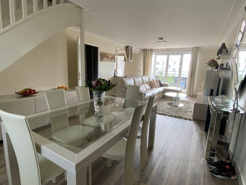 Sale apartment Gagny 369000€ - Picture 2