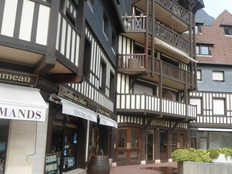 Commercial property sale shop Deauville 196 100€ - Picture 3